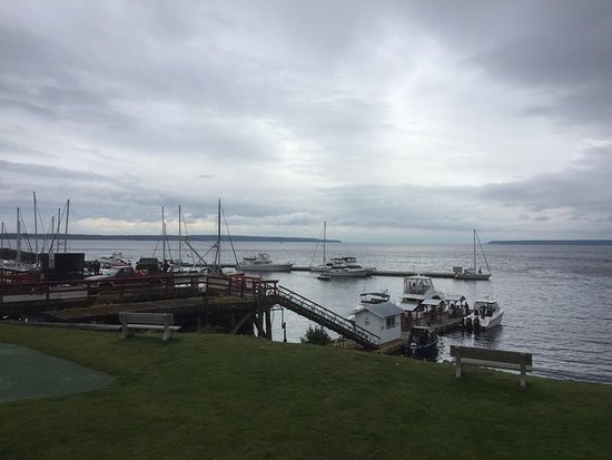 Lund, كندا: View from deck of restaurant at the hotel