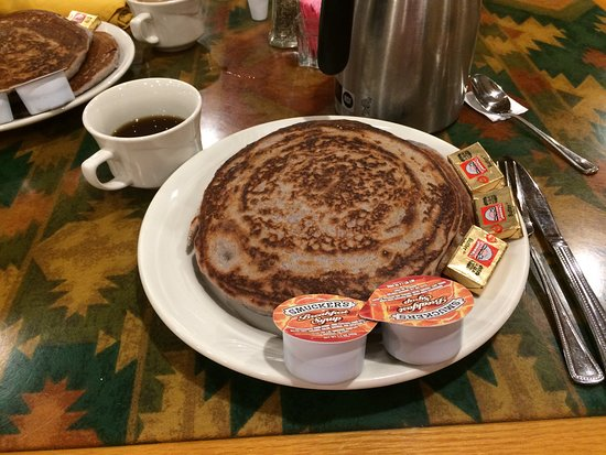 Holiday Inn Canyon de Chelly: blue corn meal pancakes