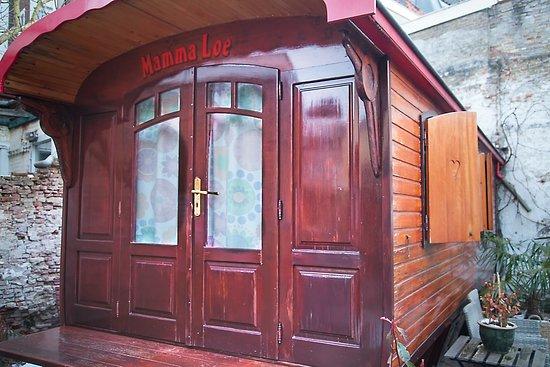 Hotel de Emauspoort: Mamma Loe's carriage