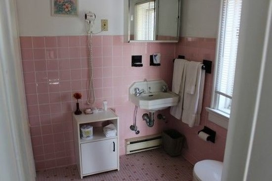 Pictou, Canadá: Double bed room bathroom