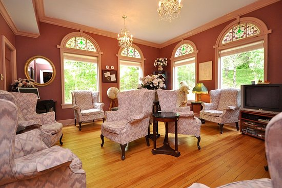 Pictou, Canada: guest living room