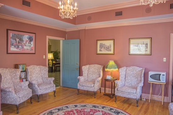 Pictou, Canada: guest living room 1