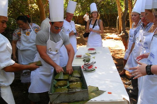 Mayan Life and Culture Experience: Chichen Itza Ruins, Cooking Class...