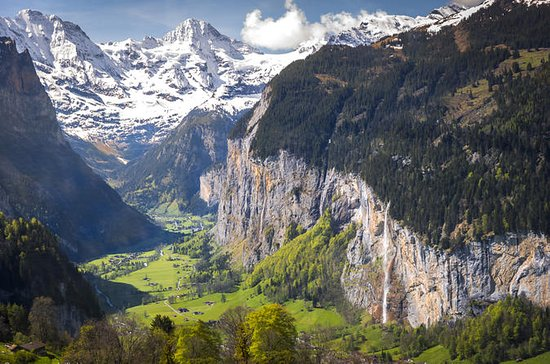 Lauterbrunnen Waterfalls & Mountain