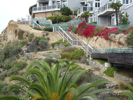 Dana Point, CA: Series of stairs show the old 1924 path bordering the new path