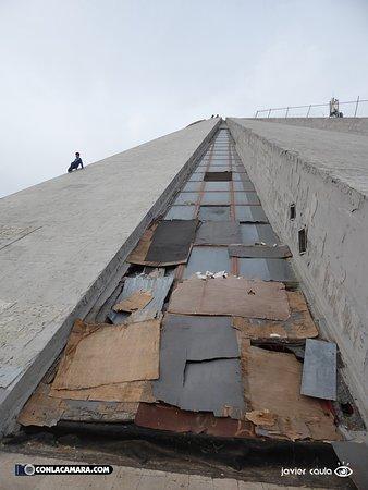 Enver Hoxha Pyramid: ruinas