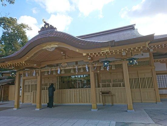 Sakai, Japan: 創建2100年記念で建て替えられたばかりのぴかぴかの社殿です。