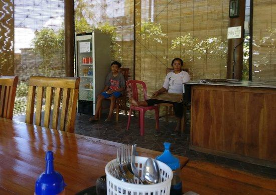 Two Fish Divers Lembongan : Kitchen staff ready to help