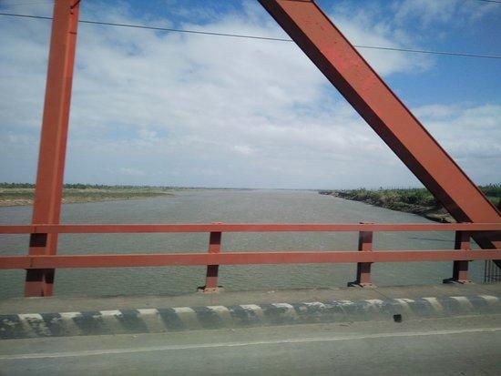 Buntun Bridge: view of the Cagayan River from the bridge