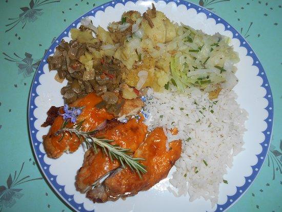 Kidd's Beach, جنوب أفريقيا: Home made Dinner upon request.