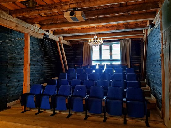 Høyt & Lavt Bjorli driver med utleie av møterom/auditorium på låven.