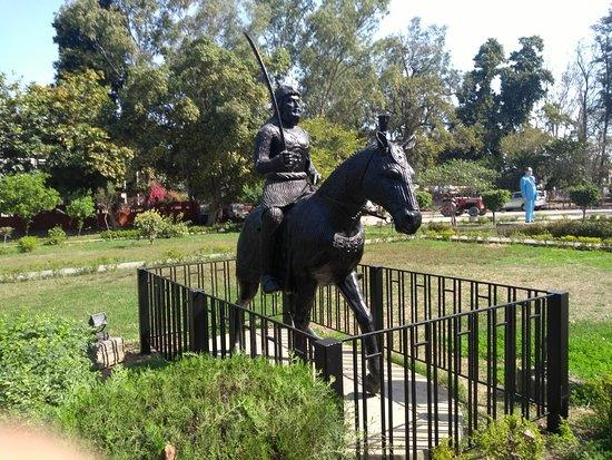 Maharaja Ranjit Singh Museum: Statue of Maharaja Rajit Singh