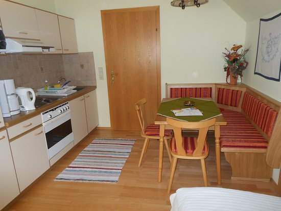 Lessach, Austria: Küche Apartment