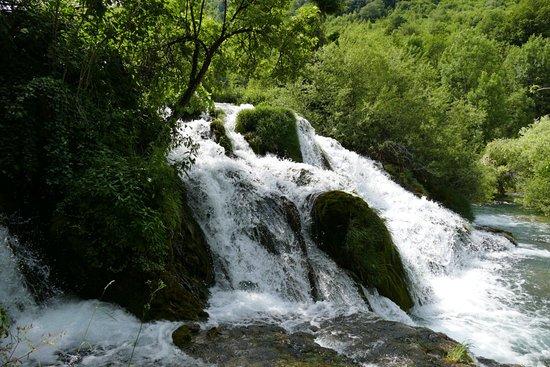 San Korana: Waterfall next to barbecue area right beneath the house