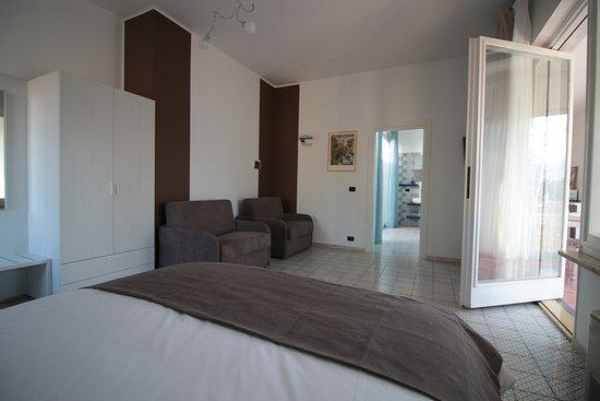 Банчетте, Италия: Camera quadrupla con un letto matrimoniale e 2 poltrone letto (70x190)