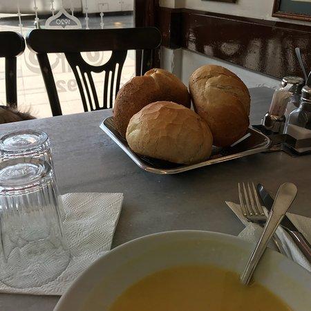 Sultanahmet Koftecisi: Lentil soup