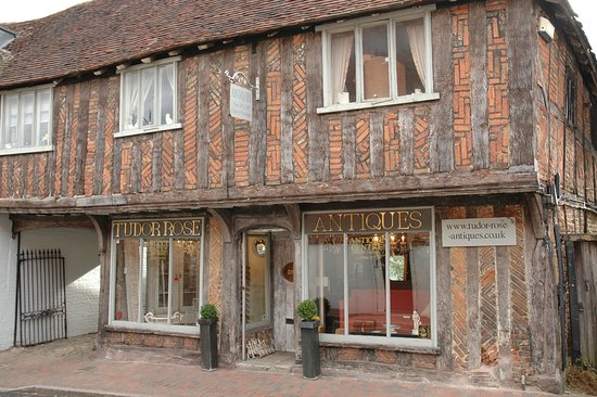 Petworth, UK: Our very old and wonderful antiques shop