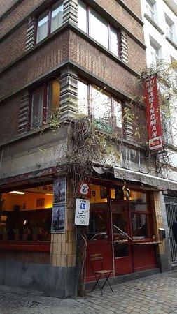 Rue Antoine Dansaert : Busy street.