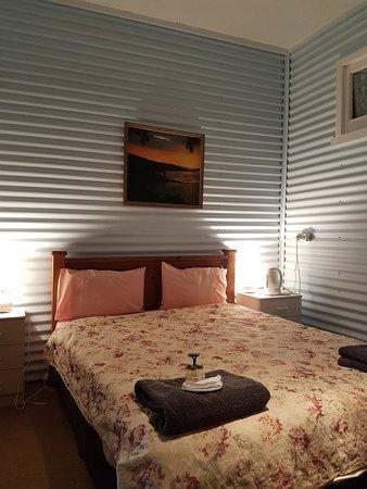 Cue, Australia: Room G3, ground floor queen room.