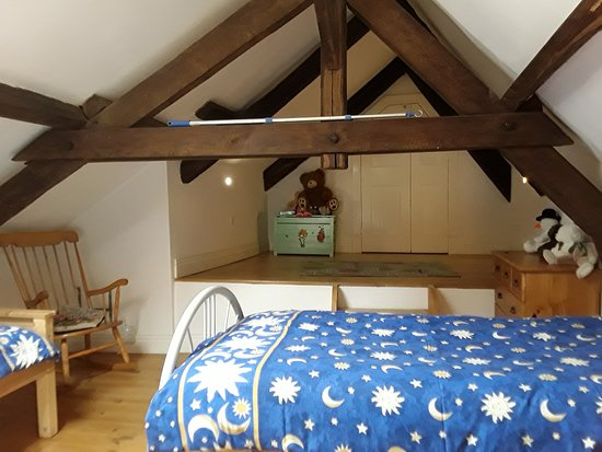 Entraygues-sur-Truyere, France: Mezzanine in room 3, play area for children plus toy box