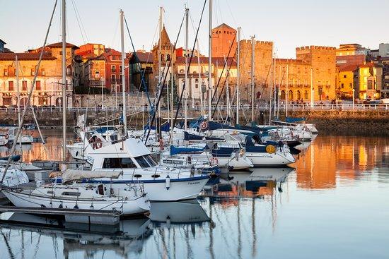 Gijón, Espagne : Puerto Deportivo (Machbel)