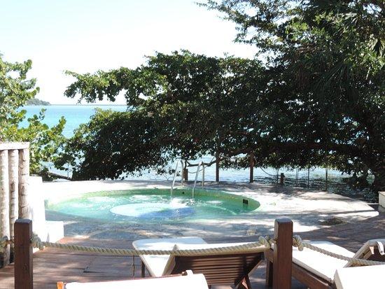 Terraza master suite laguna rancho encantado bacalar for Villas wayak bacalar