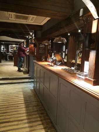 Berkswell, UK: Lower bar