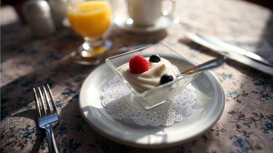 Château Richer, Kanada: Tous nos déjeuners comprennent yogourt et jus d'orange
