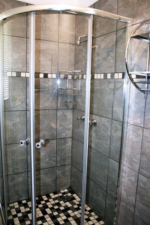 Sabie, Güney Afrika: Executive 6 sleeper chalet - Shower