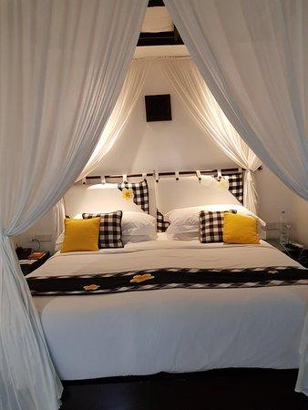Legian Beach Hotel: 20180314_131446_large.jpg