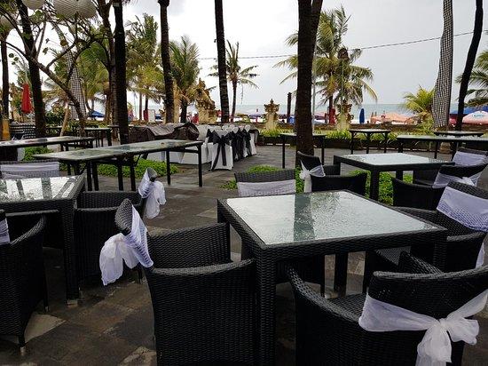Legian Beach Hotel: 20180313_163720_large.jpg