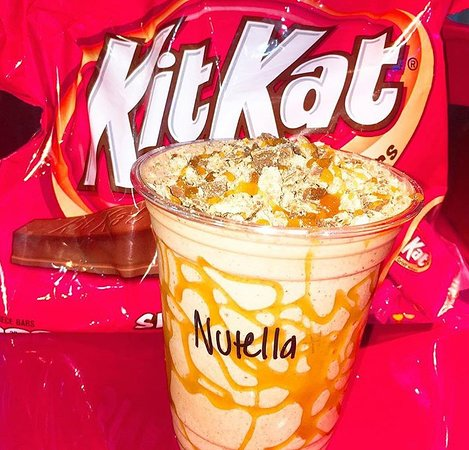 Hialeah Gardens, FL: nutella milkshake with caramel sauce and kit Kat