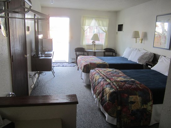Buffalo, WY: This is a picture of the ground floor double that can adjoin the 2 queen bed room.