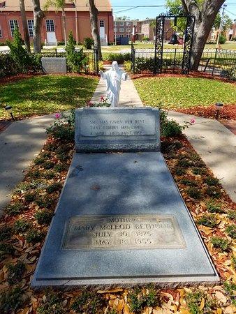 Dr Mary Mcleod Bethune Blvd Daytona Beach Fl