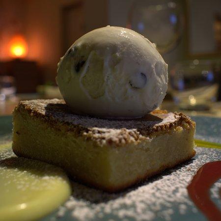Hampton-in-Arden, UK: Chocolate Blondie served with vanilla ice cream.