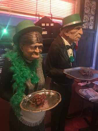 Shamrock, Техас: Greeters at Big Vern's Steakhouse, St. Patrick's Day weekend. Friendly place.