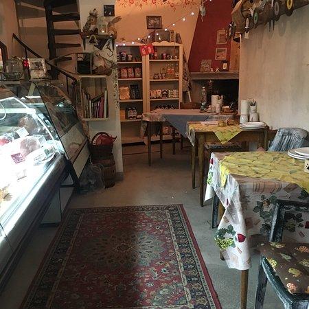 Montefiore Conca, Italy: La Bottega del Cavaliere Ormanno