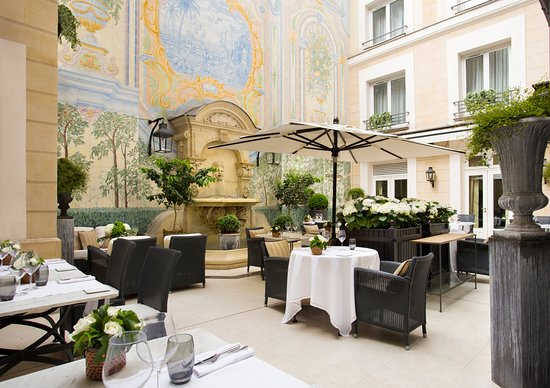 L'Assaggio at Hotel Castille: Patio by day