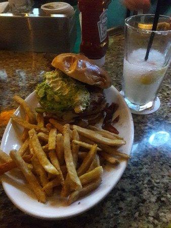Newark, كاليفورنيا: Turkey Burger & White Peach Margarita