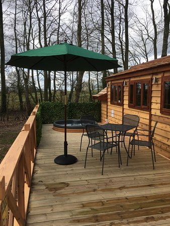 Kirkby Mallory, UK: Verandah and hot tub area