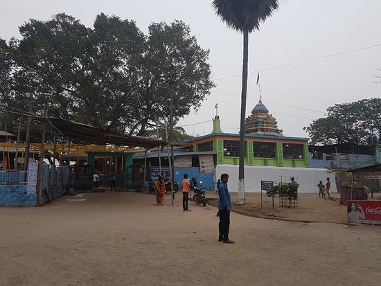 Majhighariani Temple: view from outside of temple