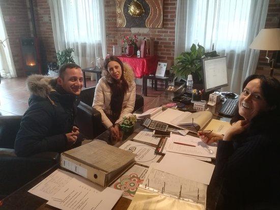Cereseto, Italy: La direttrice Pier al lavoro...