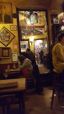 La Fleur en Papier Dore: Old tavern