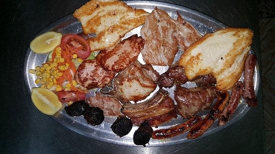 Restaurante Raul: Disfrutando también de una parrillada de carne muy buena