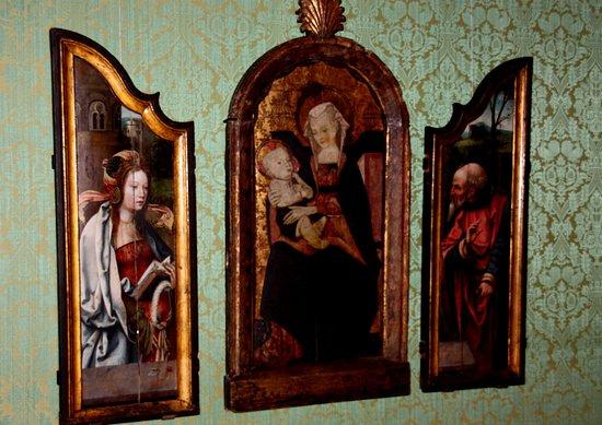 Städtische Galerie im Lenbachhaus: Flügelaltar im Gobelin Raum