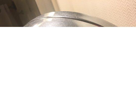 Gaylord Opryland Resort & Convention Center: Very dusty bathroom mirror.