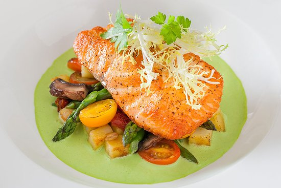 Paramus, NJ: A world of food awaits at Grand Lux Cafe featuring internationally inspired cuisine.