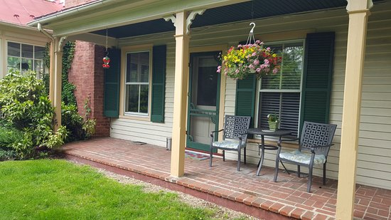 Goshen, VA: Teter-Wood Guest Room private entrance