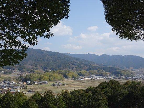 Amakashi no Oka: 大和三山を望む