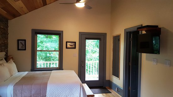 Goshen, VA: Serenity Cabin on Mill Creek